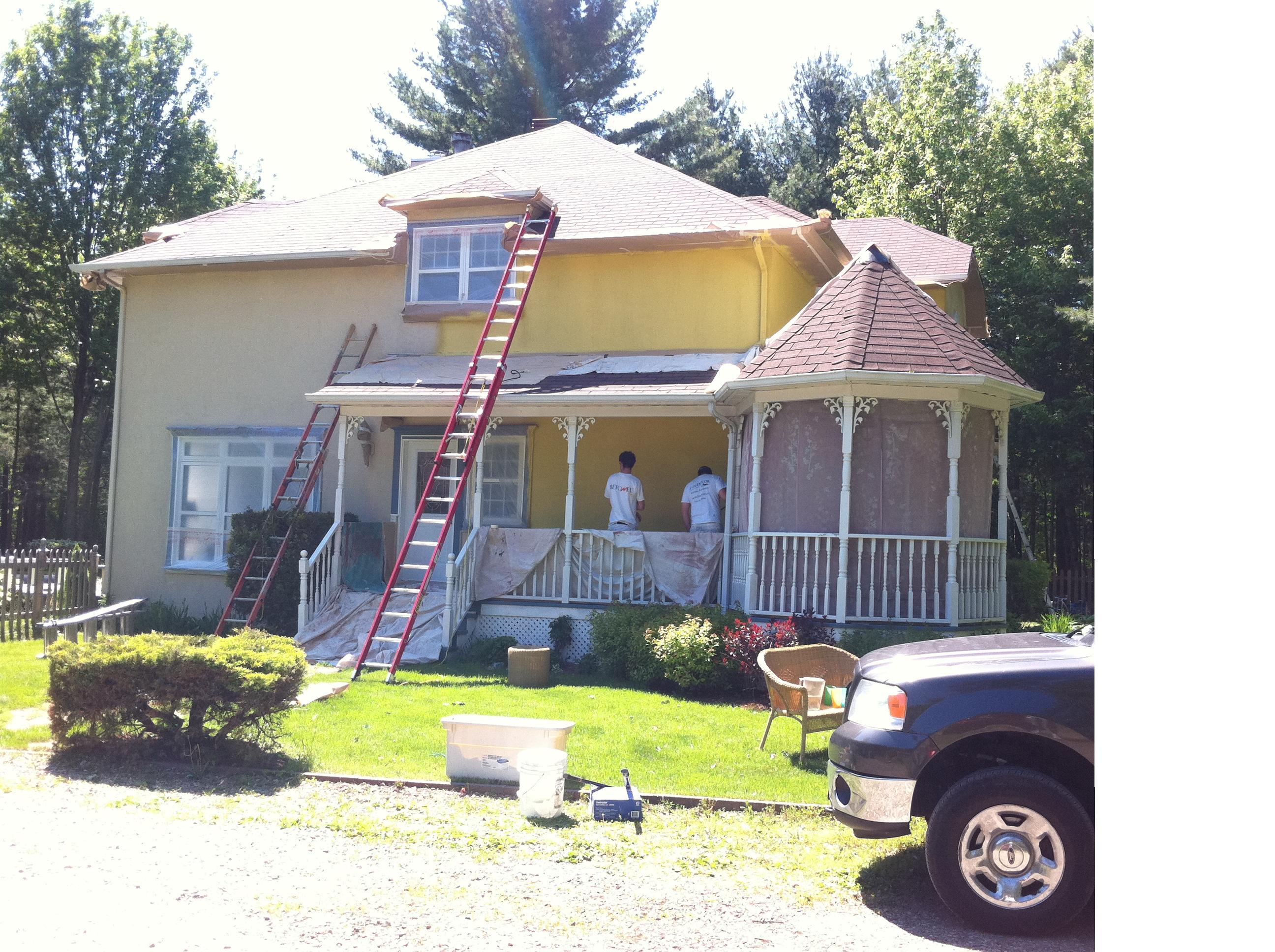 Peinture exterieur maison agrandir un duo de peinture for Peinture maison exterieur